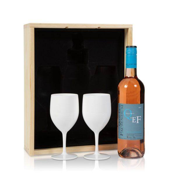 Rosé wijn met witte wijnglazen