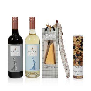 Wijn met nootjes, kaas en worst