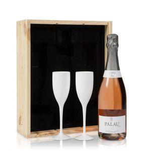 Rosé Cava met witte glazen